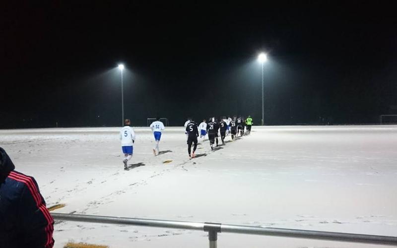 Hafen-Männer trotzen der russischen Eispeitsche